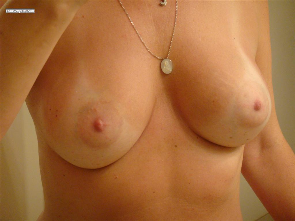 Tit Flash: Medium Tits - LINDA from United States
